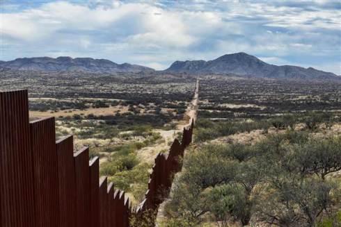 170126-mexico-us-border-wall-1214p_b70d64f76c9ced7e1290cdbc853a4d16-nbcnews-ux-600-480